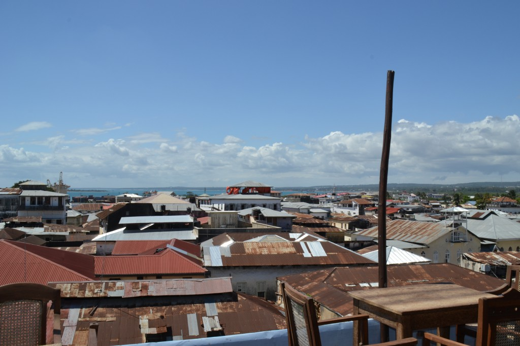 Blick von der Dachterrasse des Emersno Spice Hotels