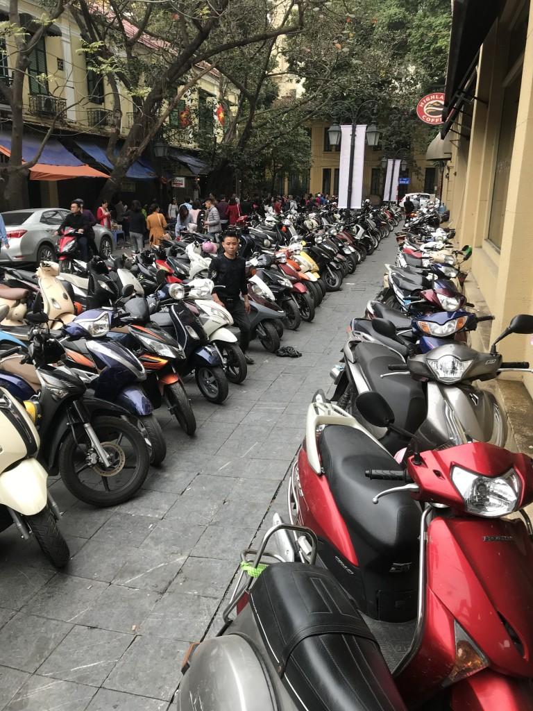 ~5 Millionen Mopeds gibt es in Hanoi