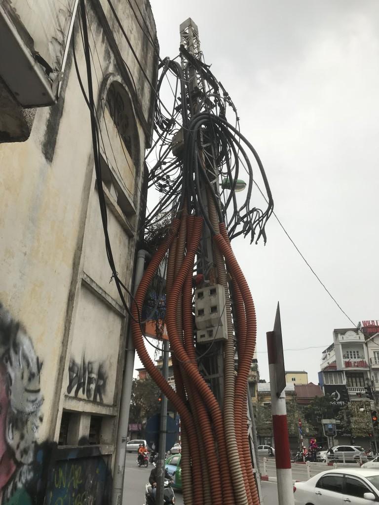 Nicht ganz so sauber verlegte Kabel..