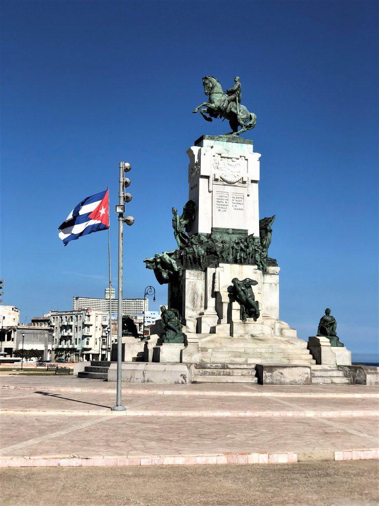 havana cuba flag monument